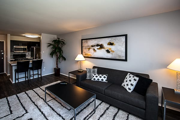 Cozy living area with spacious floor plan at Spice Tree Apartments