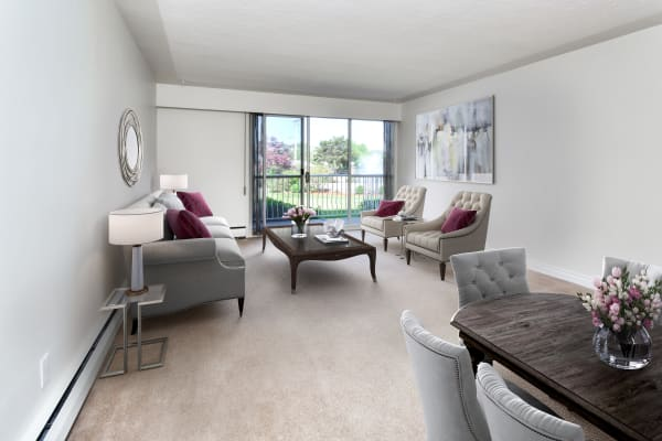 Large bright open floor plans at Fraser Tolmie Apartments in Victoria