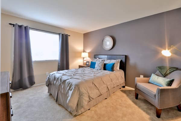 Taylor Park Apartment Homes offers a spacious bedroom in Nottingham, Maryland