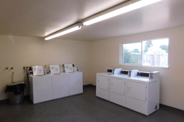 Washers and dryers at apartments in Lebanon, Oregon