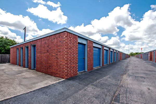 Metro Self Storage offers outdoor units in Corpus Christi, Texas