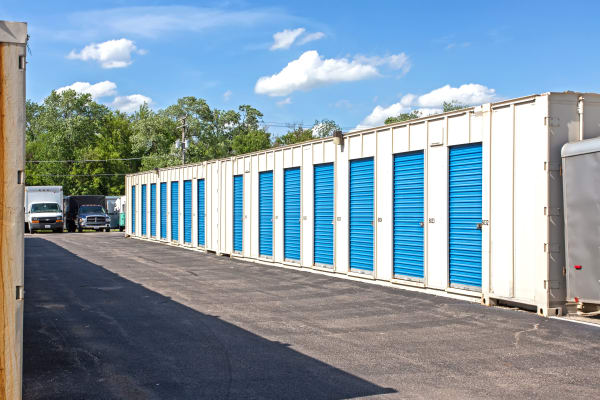 Metro Self Storage offers outdoor units in Des Plaines, Illinois