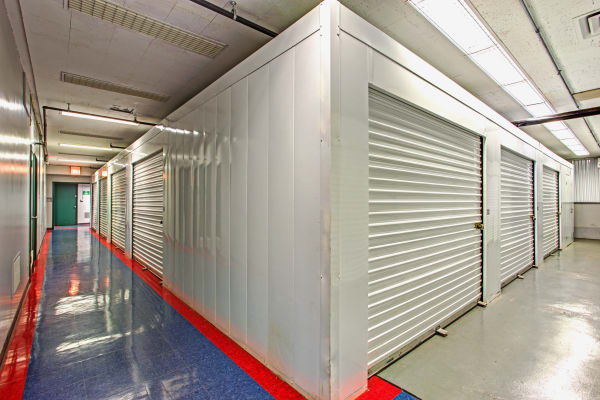 Metro Self Storage offers indoor units in Des Plaines, Illinois