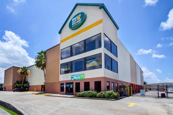 Facility exterior view at Metro Self Storage in Metairie, Louisiana
