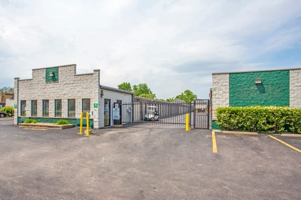 Exterior view of Metro Self Storage in Northlake, Illinois
