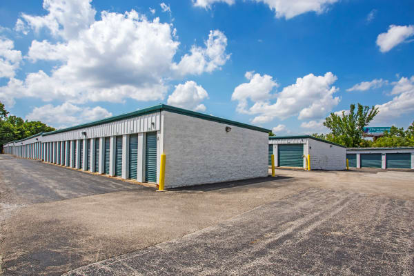 Metro Self Storage offers outdoor units in Oakbrook Terrace, Illinois