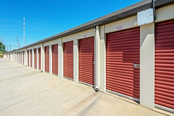Metro Self Storage offers outdoor units in Stone Mountain, Georgia