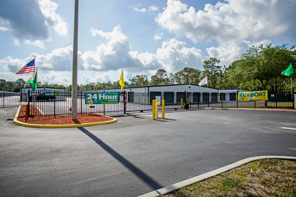 Facility exterior view at Metro Self Storage in Spring Hill, Florida