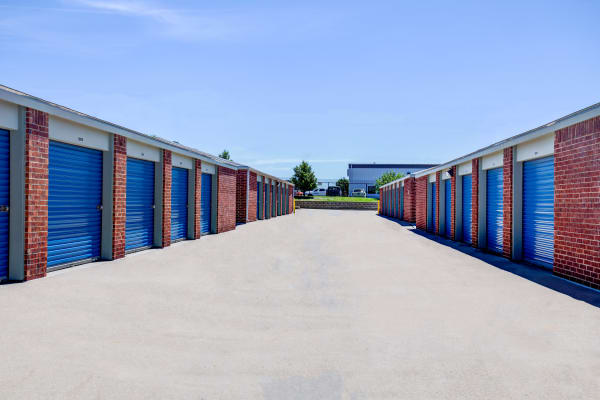 Exterior drive up units at Metro Self Storage in Topeka, Kansas