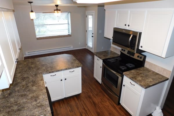Town Center Heights offers a cozy kitchen in Happy Valley, Oregon
