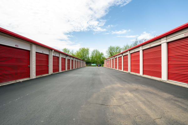 Exterior units at Metro Self Storage in Alcoa, TN