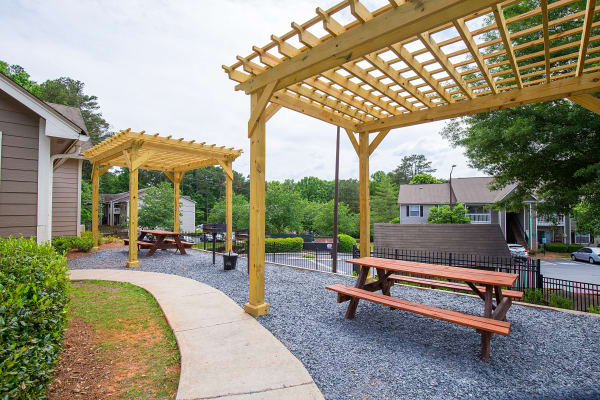 Outdoor grilling area at Gregory Lane in Acworth, GA