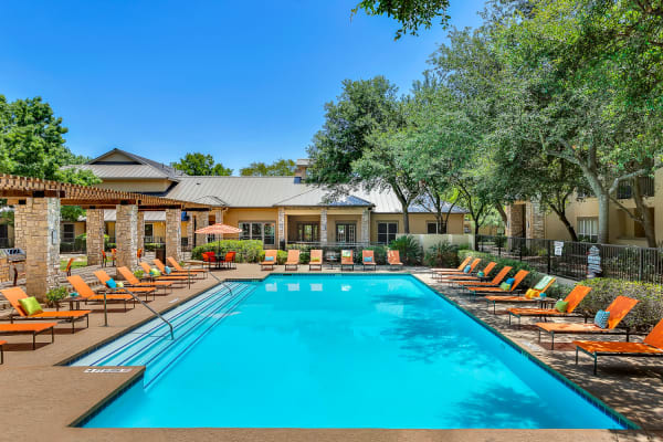 BEautiful swimming pool at Villas at Oakwell Farms in San Antonio, Texas