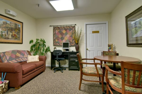 Community computer room at Dogwood Pointe Senior Living in Milan, Tennessee