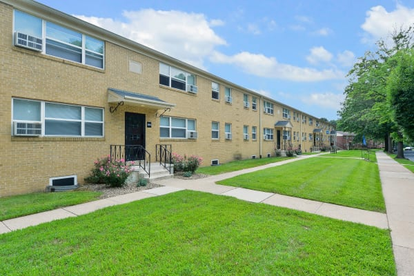 Beautiful walking paths at Wedgewood Hills Apartment Homes in Harrisburg, Pennsylvania