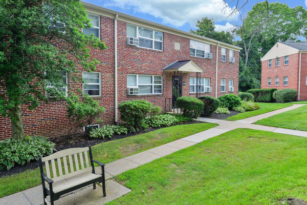 Beautiful grounds at Wedgewood Hills Apartment Homes in Harrisburg, Pennsylvania