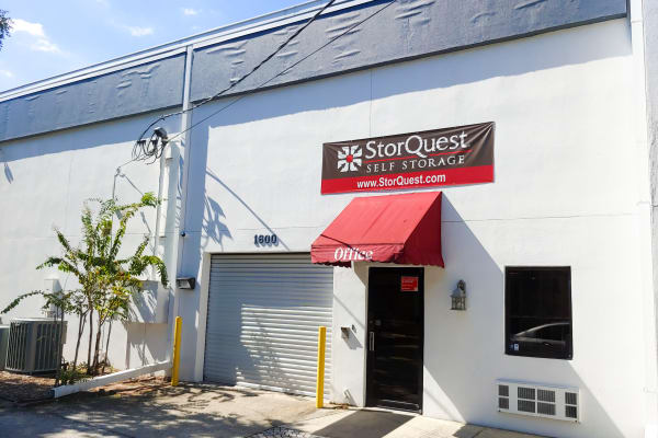 Self storage building exterior in Tampa