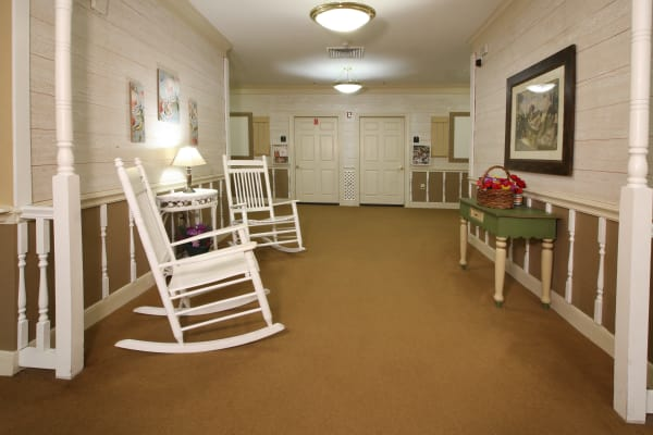 Hall and rocking chairs at Reunion Court of Kingwood in Kingwood, Texas