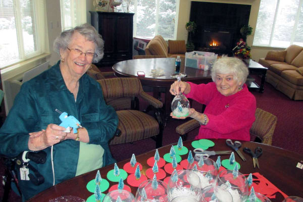 Residents making holiday decorations at Salmon Creek in Boise, Idaho