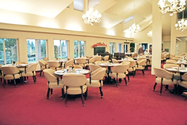 A Large dining room at Somerset Lodge in Gladstone, Oregon