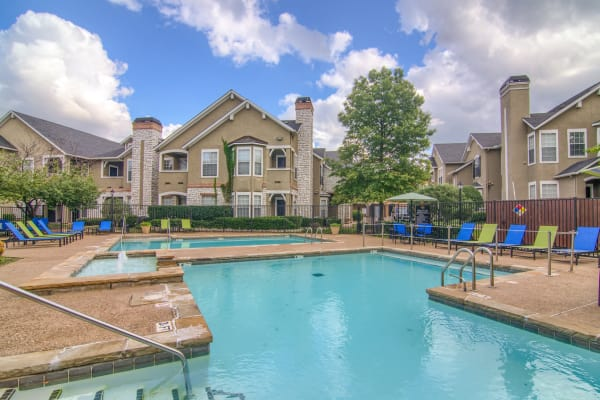 Luxury swimming pool at Stonehaven Villas in Tulsa, Oklahoma