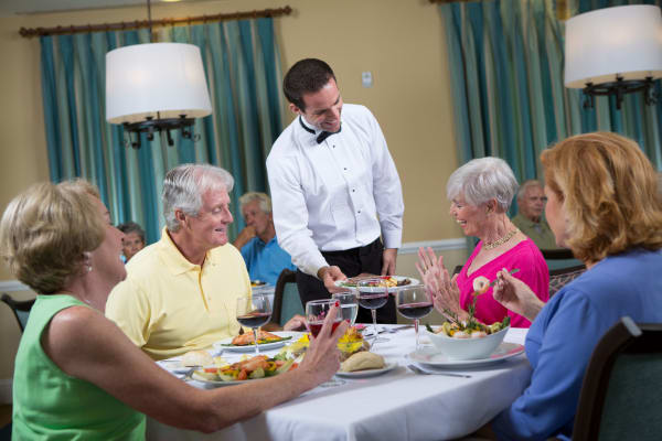Dining at our senior living community in The Woodlands, TX