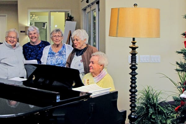 A resident playing piano at The Rio Grande Gracious Retirement Living in Rio Rancho, New Mexico