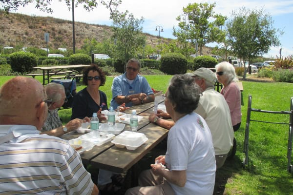 Residents eating outside at Palms at Bonaventure Assisted Living in Ventura, California