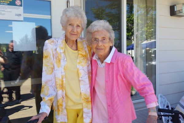 Two residents outside at Somerset Assisted Living in Gladstone, Oregon