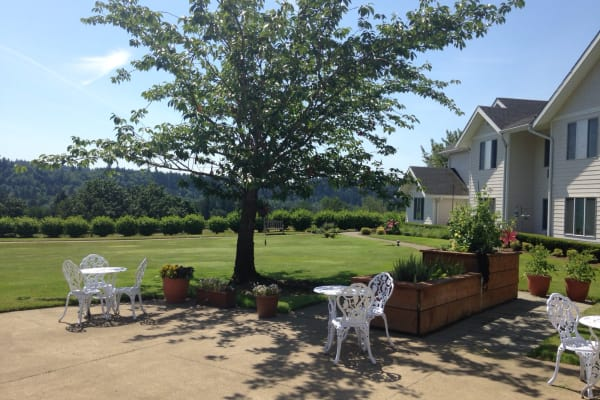 Seating on the patio at Somerset Assisted Living in Gladstone, Oregon