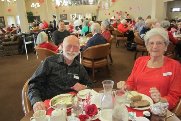 Happy residents eating lunch at Bella Vista Gracious Retirement Living in Asheville, North Carolina