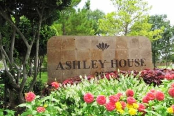 Apartment exterior view at Ashley House in Katy, Texas