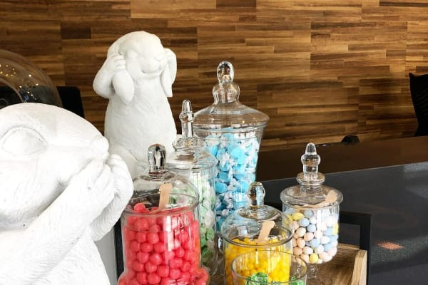 Got a sweet tooth? Come see us here at 675 N Highland and check out our beautiful candy bar. #ponceyhighland #highlands #apartments #atlanta #cometakeatour #saltwaterpool #petfriendly #onebedrooms #twobedrooms #studios #clubhouse #gym #pool #grill #security #coffeemachine #highlyrated #publix #sweetauburn #parkingdeck