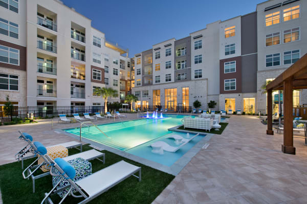 View amenities gallery at Vargos on the Lake in Houston, Texas