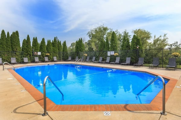 A resident swimming pool at Echo Ridge Apartments in Indianapolis, Indiana