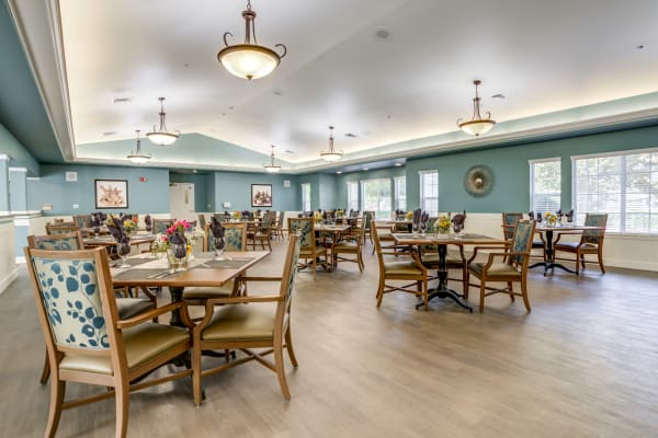 Spacious dining room at Westmont of Fresno in California