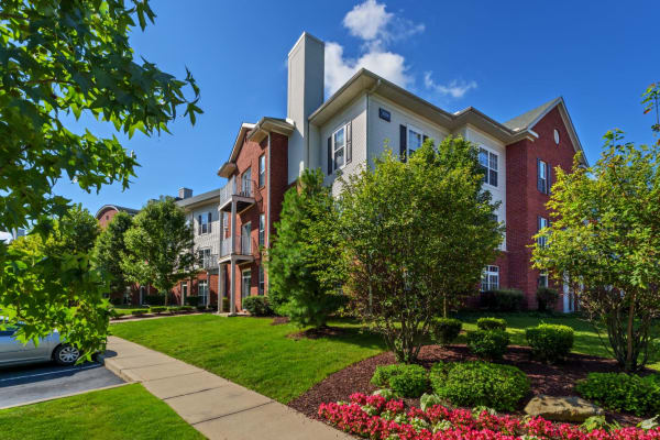 Exterior view of Christopher Wren Apartments & Townhomes in Wexford, Pennsylvania