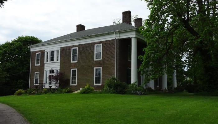 Beautiful historical exterior of Greyson on 27 in Nicholasville, Kentucky