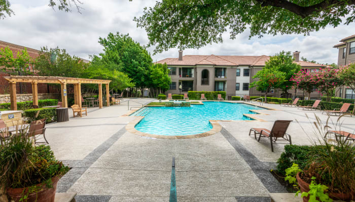 Resort style pool at The Lyndon in Irving, Texas
