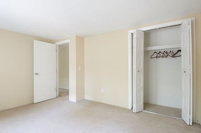 Talbot Woods Apartments offers a bedroom with closet in Middleboro, MA