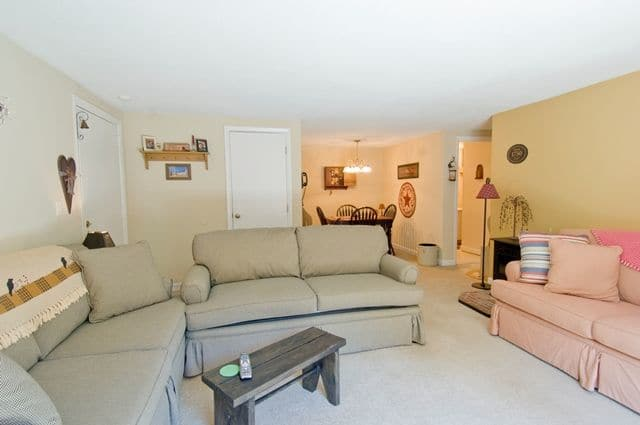 Talbot Woods Apartments offers a living room in Middleboro, MA