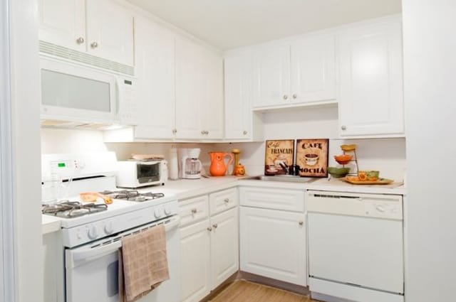 Talbot Woods Apartments offers a kitchen in Middleboro, MA