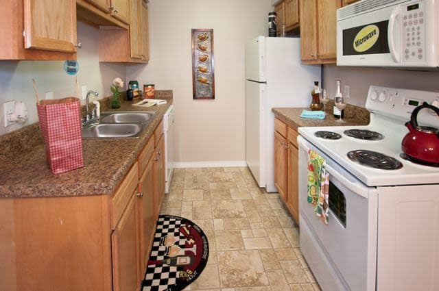 Fully equipped kitchen at Summerfield Apartment Homes in Harvey, Louisiana