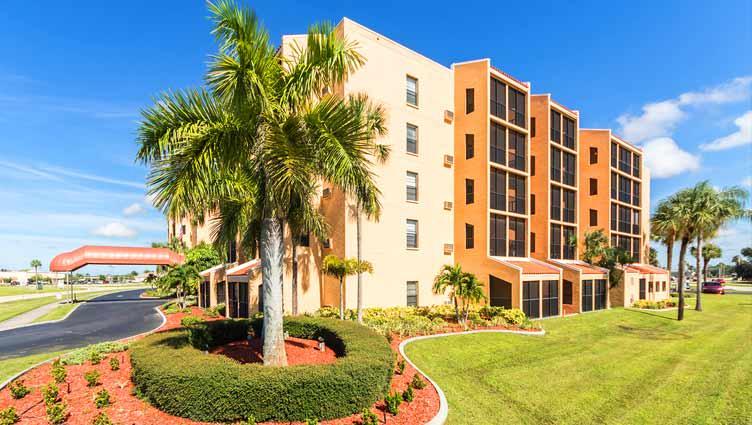 Senior living at Royal Palm Senior Living in Port Charlotte, Florida