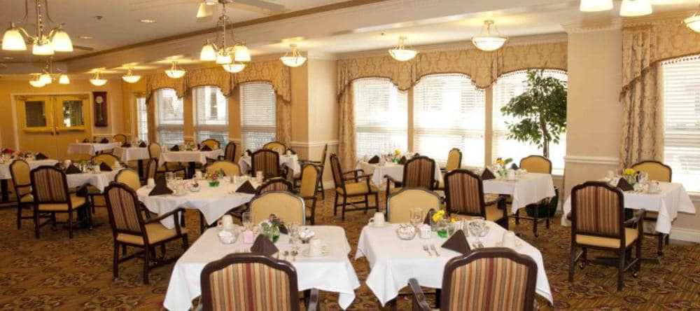 Dining area at Waltonwood Royal Oak in Royal Oak, MI