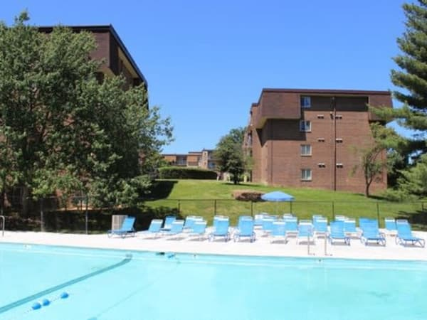 The Willows Apartment Homes offers a swimming pool in Glen Burnie, Maryland