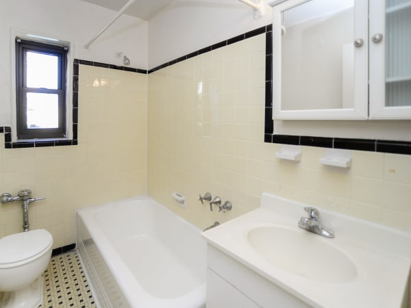 Enjoy apartments with a bathroom at Market Street Apartment Homes