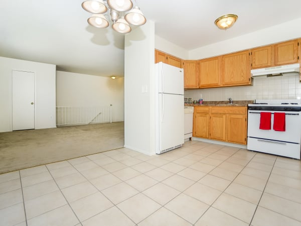 Rolling Gardens Apartment Homes offers a spacious kitchen in Mahwah, New Jersey