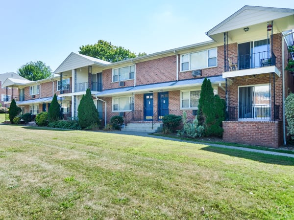 Apartments in Mahwah, NJ | Rolling Gardens Apartment Homes