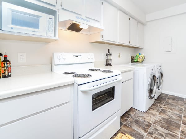 The Landings Apartment Homes offers a modern kitchen in Absecon, New Jersey